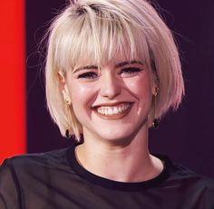 tu sonrisa la mas bella del mundo Edgy Haircuts, Woman Crush, Celebrity Crush, New Hair, Bella, Bangs, Diva, Crushes, Hair Makeup