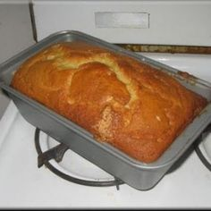 This is a classic Banana Bread Recipe that makes your loaf of banana bread very moist and very tasty. If you are looking for a Banana Bread recipe,. eats-and-more moirafms Moist Banana Bread, Banana Bread Recipes, Banana Nut, Un Cake, Bread Cake, Great Recipes, Favorite Recipes, Breakfast Recipes, Dessert Recipes