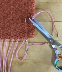 Finishing a woven project without fringe. Note: how about couching a strand of weaving yarn along the finished edge to cover warp fibers? Inkle Weaving, Weaving Yarn, Tablet Weaving, Tapestry Weaving, Weaving Tools, Peg Loom, Weaving Projects, Craft Projects, Weaving Patterns