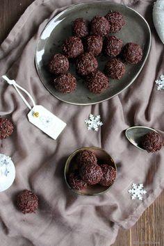 Ihr Lieben ❤️ Rumkugeln gehören zu den Klassikern in der Weihnachtszeit….we love it 😍 Kennt Ihr sie auch vom Bäcker ? Aus Kuchenresten zusammengerührt ? Wir haben nun endlich das perfekte Rez…