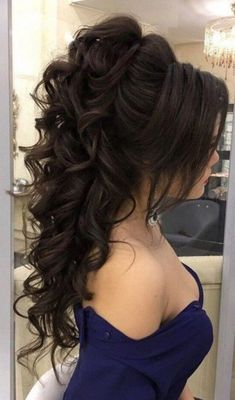 High Ponytail Hairstyles - Page 7 of 17 - Inspired Beauty quinceanerahairstyles High Ponytail Hairstyles, Prom Hairstyles For Short Hair, High Ponytails, Short Curly Hair, Wedding Hairstyles, Curly Hair Styles, Graduation Hairstyles, Quince Hairstyles, Hairstyles Haircuts