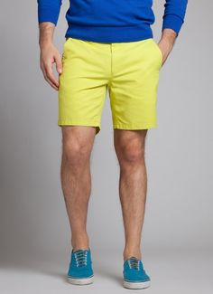 Neon shorts are great for Men at the Midsummer Party 2015 Fashion Shoot, Fashion Outfits, Fasion, Male Fashion Trends, Mens Fashion, Relaxed Outfit, Yellow Shorts, Sexy Shorts, Chino Shorts