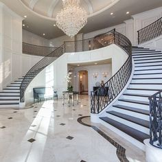 Again, with this grand stair case entrance is amazing. I love two stair connecting into one. Luxury Staircase, Foyer Staircase, Double Staircase, Staircase Design, Mansion Homes, Mansion Interior, Luxury Interior, Dream Home Design, House Design