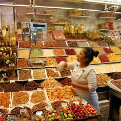 World& Best Food Markets: La Boqueria Market in Barcelona World Food Market, Great Recipes, Vegan Recipes, Vegan Food, Andrew Zimmern, World's Best Food, Sweet And Spicy, Best Cities, Street Food
