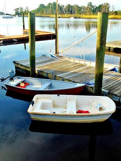 Award Winning Pontoon Boats by Harris. Harris Boats has been building pontoon boats for over 60 years. Luxury pontoon boats made for entertaining. Shallow Water Boats, Next Door Neighbor, Private Yacht, Aluminum Boat, Boat Stuff, Weekend Breaks, Dinghy, Super Yachts, Boat Plans