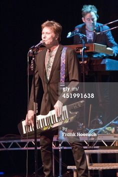Chicago Perform In Berlin : News Photo BERLIN, GERMANY - JULY 10: Robert Lamm of the American band Chicago performs live during a concert at the Admiralspalast on July 10, 2014 in Berlin, Germany. (Photo by Frank Hoensch/Redferns via Getty Images)
