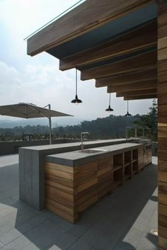 Ideas Rooftop Deck Design Roof Garden Professional Do you have a house with a flat roof, or you live in building? It is right time to edit the place to enjoy just on the flat roof of your house or if you. Roof Design, Patio Design, House Design, Terrace Design, Build Outdoor Kitchen, Outdoor Kitchen Design, Outdoor Kitchens, Patio Bar, Backyard Patio