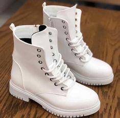 27b1628b11ec8 82 mejores imágenes de Zapatos hermosos en 2019