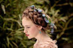auréole de cheveux tressés avec des fleurs auréole