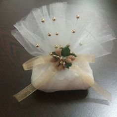 Like these for pincushion ideas. Soap Packing, Diy Y Manualidades, Decorative Soaps, Gift Wraping, Ribbon Crafts, Home Made Soap, Handmade Soaps, Diy Gifts, Wedding Gifts