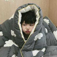 Image about cute in kids by Pasinee Kosiyarak imagen descubierto por ๖ۣۣۜSᴇᴍᴘᴀɪ. Descubre (¡y guarda!) tus propias imágenes y videos en We Heart It Cute Asian Babies, Korean Babies, Asian Kids, Cute Babies, Toddler Boys, Baby Kids, Baby Boy, Cute Little Baby, Little Babies