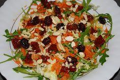 Sałatka z suszonymi pomidorami i migdałami