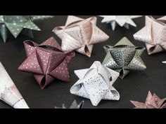 de origami DIY – Papiersterne Anna likes to spend the weeks before the holidays with the festive decoration of the house. Watch the video and be inspired . Christmas Origami, Christmas Paper, Christmas Crafts, Christmas Decorations, Christmas Ornaments, Origami Diy, Paper Crafts Origami, Diy Paper, Origami Design
