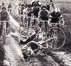 The 'pigs' in mud. Kuiper hitting the deck! Those were the words used by Bernard Hinault to describe his own hell, Paris-Roubaix. Paris Roubaix, Roubaix France, Cycling Art, Road Cycling, Cycling Bikes, Velo Vintage, Vintage Cycles, Pig In Mud, Classic Road Bike