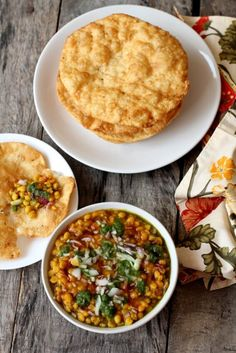 Dal pakwan recipe is an easy, tasty, vegetarian sindhi breakfast food. Crisp puris are served with chana dal, sweet & green chutney. How to make dal pakwan