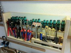 Module für Zangen, Schraubenzieher, Schleifpapier Mehr - Diy İdeas for Home Workshop Storage, Workshop Organization, Garage Workshop, Garage Organization, Garage Storage, Tool Rack, Garden Tool Storage, Ideas Para Organizar, Garage Shop