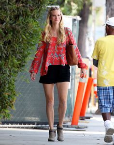 Heather Morris running errands in Santa Monica on August 20, 2015