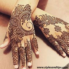 Girls paint their hands and legs with lovely and pretty new mehndi designs. These stunning mehndi designs are perfect for everybody. Henna Hand Designs, Mehndi Designs Finger, Latest Henna Designs, Mehndi Designs For Girls, Modern Mehndi Designs, Mehndi Designs For Fingers, Mehndi Design Pictures, Beautiful Mehndi Design, Latest Mehndi Designs
