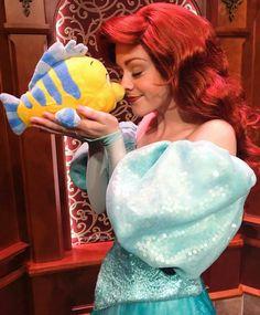 Ariel and flounder Disney Princesses And Princes, Disney Princess Ariel, Disney Nerd, Princesa Disney, Disney Parks, Walt Disney World, Disney Stuff, Ariel The Little Mermaid, Ariel Mermaid