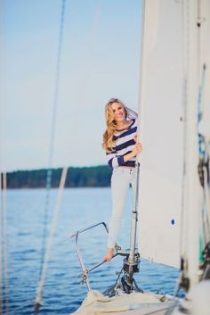 girls senior photo poses, cute senior photos, senior photo outfits for girls, outdoor senior photos, Noelle Johnson Photography, long hair, simple makeup, sailing, nautical theme,chambray button up