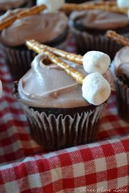 My oldest daughter is now eleven! We celebrated with a 'S'mores Outdoor Birthday Party.' Making very simple cupcakes, I combined. Bonfire Birthday Party, Outdoor Birthday, Birthday Parties, Birthday Ideas, 16th Birthday, Camping Birthday Cake, Hunting Birthday, Cowboy Birthday, Birthday Boys