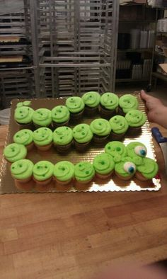 This sneaky snake is a crowd pleaser! 24 cupcakes and frosting is all you need!