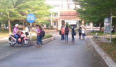 Tijdens het bezoek aan de universiteit in Ho Chi Minh, werd al snel duidelijk dat studenten diploma's nodig hebben om een goede baan te kunnen krijgen. De studenten streven ernaar om rijk en gezond te zijn, zodat zij hun familie kunnen onderhouden.