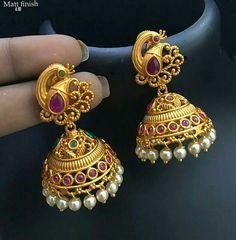 Sudha Gold Jhumka Earrings, Jewelry Design Earrings, Gold Earrings Designs, Gold Jewellery Design, Antique Earrings, Gold Necklace, Gold Jewelry Simple, Gold Wedding Jewelry, Pinterest Jewelry