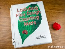 So many different counting play dough mats!!! Excited to see my kiddos learn how to count on these :)
