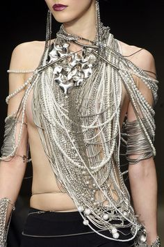The Interesting [ Krizia Haute ] Couture Fall 2010 Collection. Layer upon layer upon layer of silver! Style Gris, Bijou Box, Ideas Joyería, Estilo Fashion, High Fashion, Womens Fashion, Fashion Art, Fashion Bible, Bold Fashion