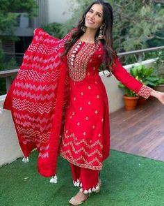 Salwar Designs, Kurti Designs Party Wear, Dress Indian Style, Indian Fashion Dresses, Indian Blouse, Indian Designer Suits, Sleeves Designs For Dresses, Indian Attire, Stylish Dresses