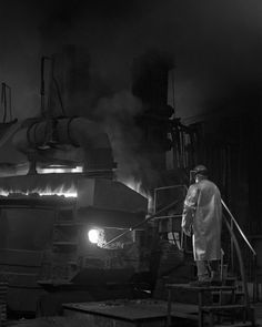foundry worker in bay city, michigan. photo by ian wagreich.