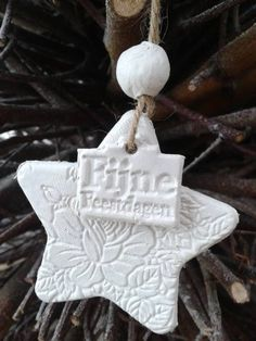 Witte klei Christmas Makes, Merry Little Christmas, Christmas Time, Christmas Crafts, Xmas, Christmas Ornaments, Button Ornaments, Clay Ornaments, Heart Decorations