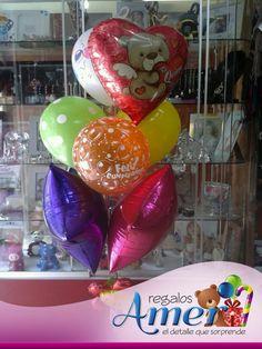 acompaña el #regalo con un racimo de globos.  #globos en #regalos Amer 55246977