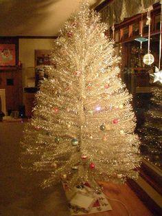 Revlis Aluminum Christmas Tree ~ModShawn See website - love aluminum trees Vintage Aluminum Christmas Tree, Metal Christmas Tree, Beautiful Christmas Trees, Silver Christmas, Christmas Past, Vintage Christmas, Xmas Trees, Christmas Tress, Tinsel Tree