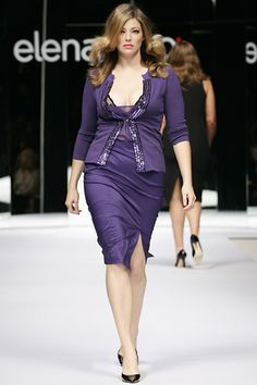 Elena Mirò Milano - Spring Summer 2006 Ready-To-Wear - Shows - Vogue. Big Fashion, Curvy Fashion, Runway Fashion, Plus Size Fashion, Curvy Plus Size, Moda Plus Size, Curvy Women Outfits, Clothes For Women, Plus Size Dresses