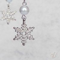 Snowflake earrings - Náušnice sněhové vločky   Veronika Designs - Fler.cz Snowflakes, Chandelier, Ceiling Lights, Earrings, Jewelry, Design, Home Decor, Ear Rings, Candelabra