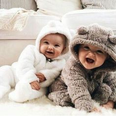 25 Vintage Baby Names All Millennial Moms Will Want To Steal Cute Baby Twins, Cute Little Baby, Little Babies, Little Ones, Baby Kids, Baby Baby, Cool Baby Names, Cute Baby Pictures, Twin Babies