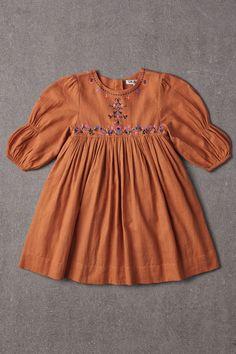 Frocks For Girls, Little Girl Dresses, Girls Dresses, Baby Dress Design, Frock Design, Baby Outfits, Kids Outfits, Kids Dress Wear, Baby Frocks Designs