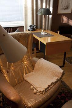Urho ja Sylvi Kekkonen, Tamminiemi, Helsinki. Sisustus vuodelta 1974. Helsinki, Accent Chairs, Buildings, Furniture, Design, Home Decor, Upholstered Chairs, Decoration Home, Room Decor
