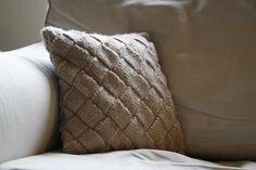 Entrelac cushion cover Knitted Cushions, Fiber Art, Knit Crochet, Throw Pillows, Knitting, Pattern, Cover, Toss Pillows, Cushions