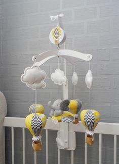 Móbile musical giratório balão e elefante