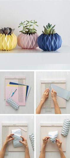 idée originale pour une déco maison en origami, des cache pots géométriques colorés en papier