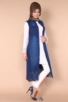 Pakistani Dresses Casual, Indian Fashion Dresses, Pakistani Dress Design, Abaya Fashion, Muslim Fashion, Denim Fashion, Fashion Outfits, Salwar Designs, Kurti Designs Party Wear