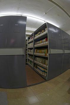 Depósito de Revistas y Publicaciones. Detalle Experimental, Closet, Home Decor, Special Library, Science Area, Zaragoza, Filing Cabinets, Classroom, Journals