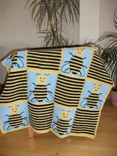 Bee Squares ~ free pattern ᛡ
