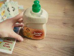 Liquide vaisselle maison au savon noir : notre recette en vidéo : Femme Actuelle Le MAG Diy Cleaning Products, Cleaning Hacks, Diy Organisation, Green Tips, Dishwashing Liquid, Sparkling Clean, Mousse, Natural Life, Cooking Timer