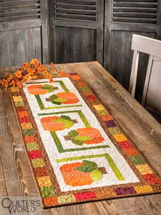 This project is featured in Autumn 2020 Quilter's World magazine. Christmas Star, Country Christmas, Christmas Wreaths, Pattern Blocks, Quilt Patterns, Country Quilts, Patch Design, Modern Farmhouse Style, Scrappy Quilts