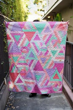 Cozy Posy Triangle Quilt - Free quilting patterns that make great girl's room ideas.