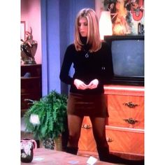 "Rachel Green, Jennifer Anniston fashion Actually I detested her for years because everyone ""had to"" wear the pin-straight hair style. Rachel Green Outfits, Estilo Rachel Green, Rachel Green Style, Rachel Green Fashion, Rachel Green Hair, Fashion Guys, Friends Fashion, Look Fashion, 90s Fashion"